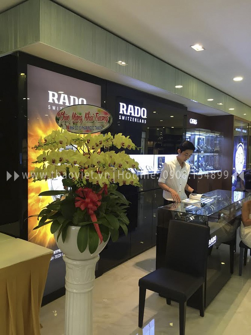 thiết kế shop đồng hồ Rado Corner 5