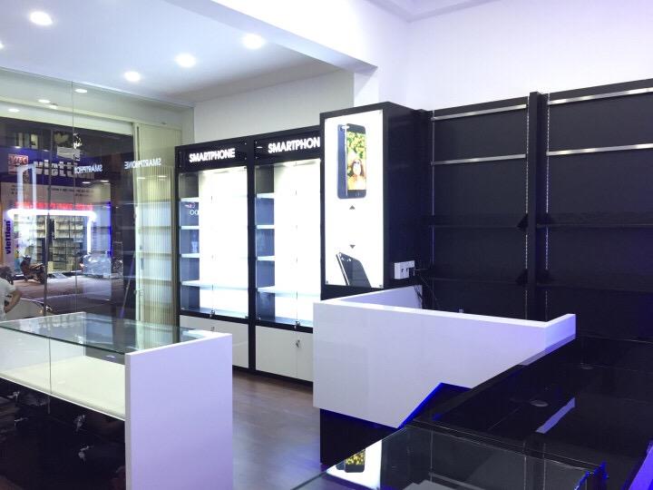 Thi công nội thất shop điện thoại Lâm Mobile 2