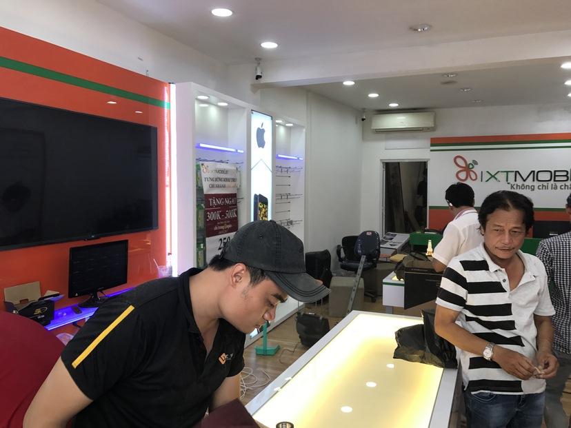 thi công nội thất shop XT Mobile TĐ 4