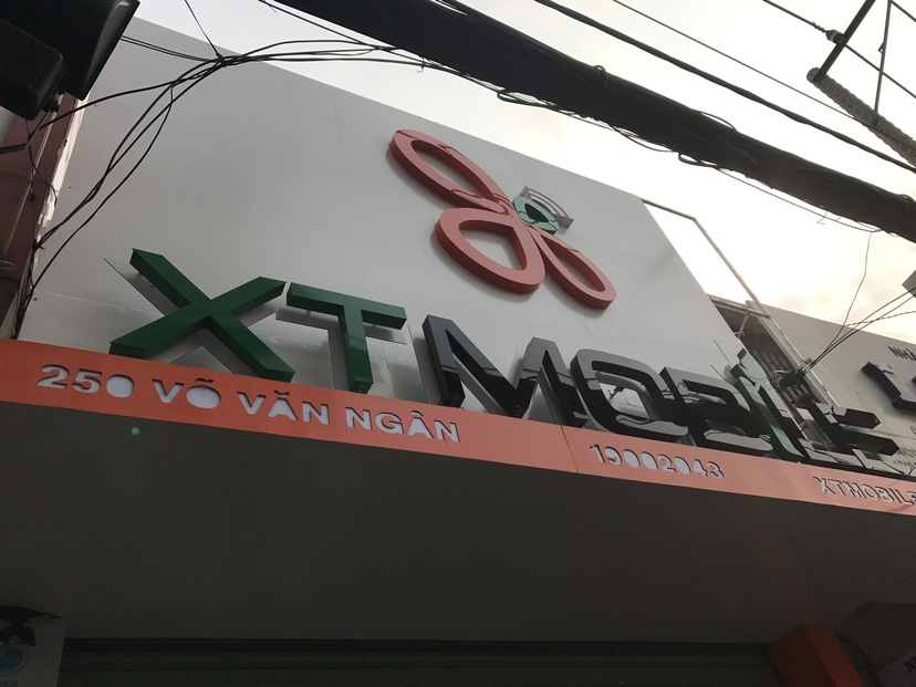 thi công nội thất shop XT Mobile TĐ